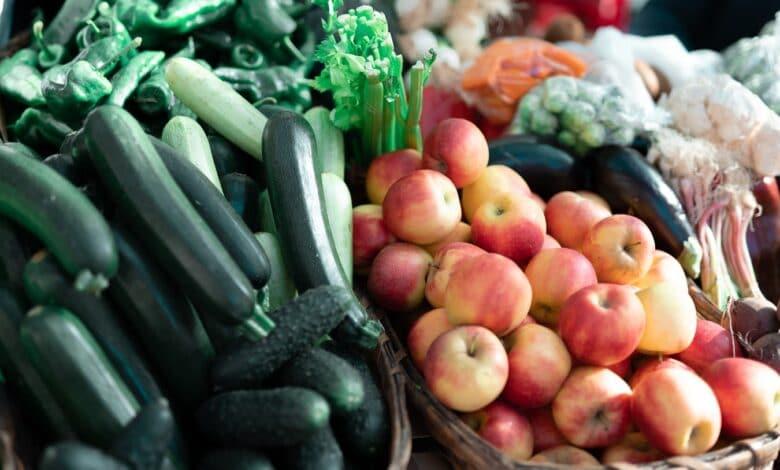 الفواكه والخضروات السامة لكلبك حتى تتجنبها بشكل نهائي