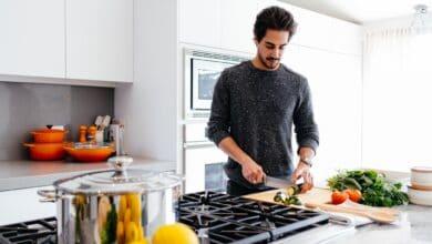 الطهي المنزلي للكلاب ومايتطلبه من قواعد سلامة لحماية حيوانك